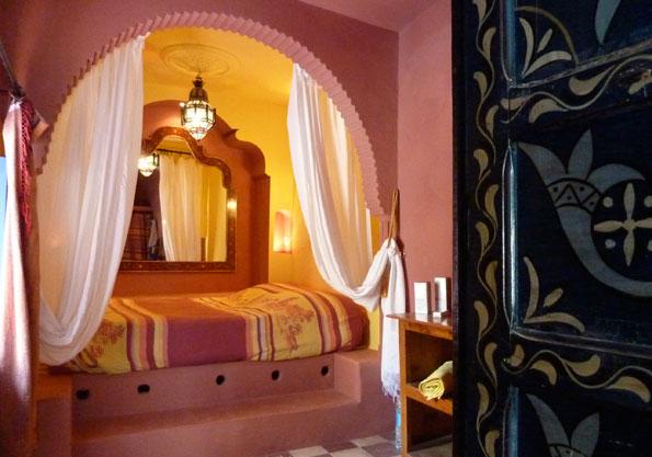 Lit dans une alcôve dans la maison sur les remparts d'Essaouira